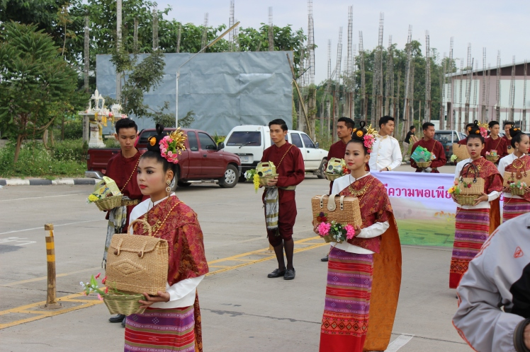 "This parade preceding a ""sports day"" in which many or even all secondary schools from the Phayao province participated in."